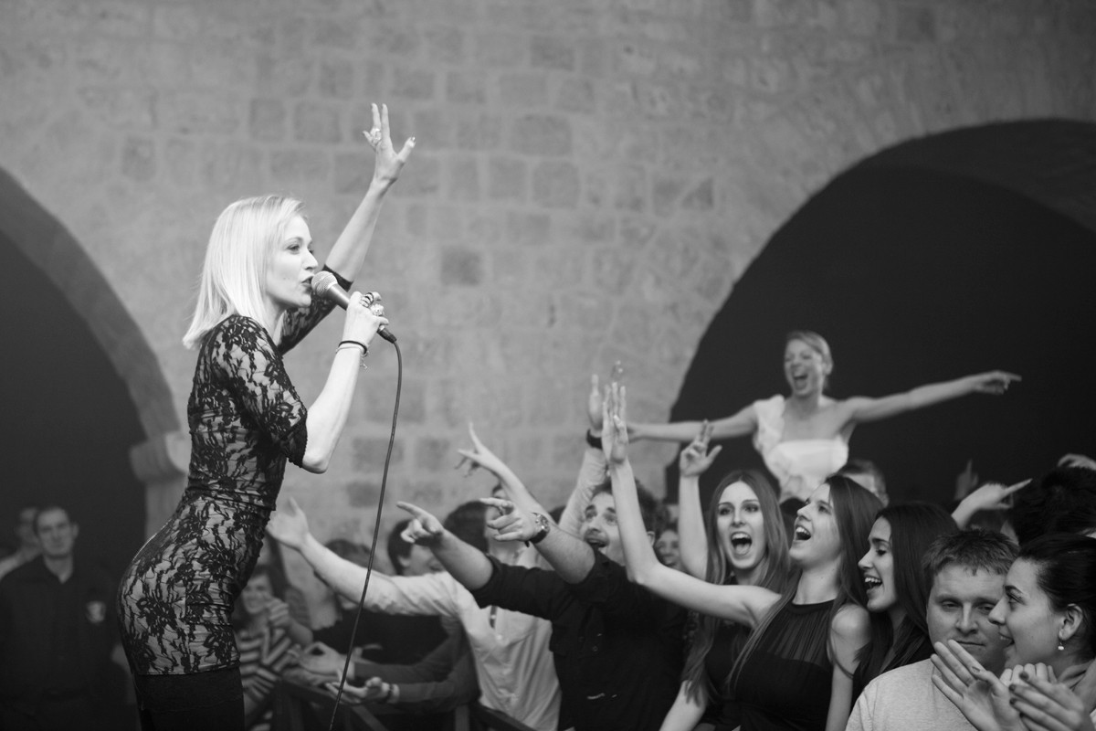 Photo of Jelena Rozga Live: Photo Gallery