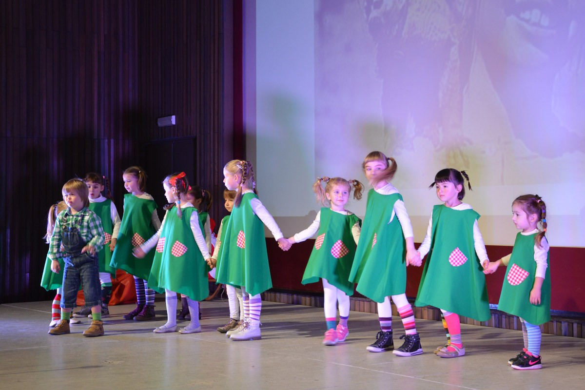 Photo of Little children danced to the rhythm of Christmas