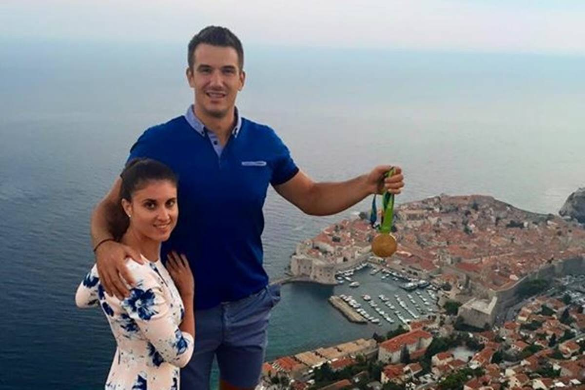 Photo of Proudly Posing With his Rio Gold Medal: Valent Sinković is in Dubrovnik