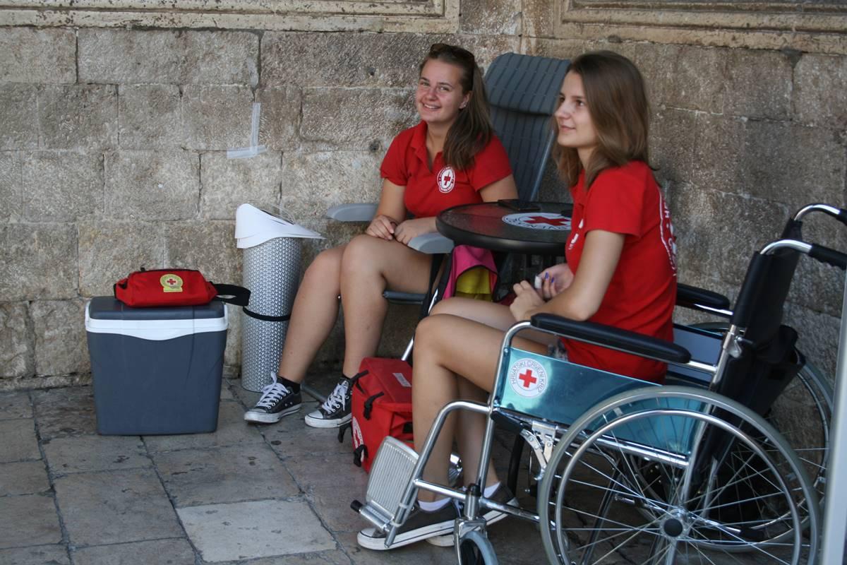 Photo of Volunteers of the Red Cross Keep an Eye on Dubrovnik's Visitors